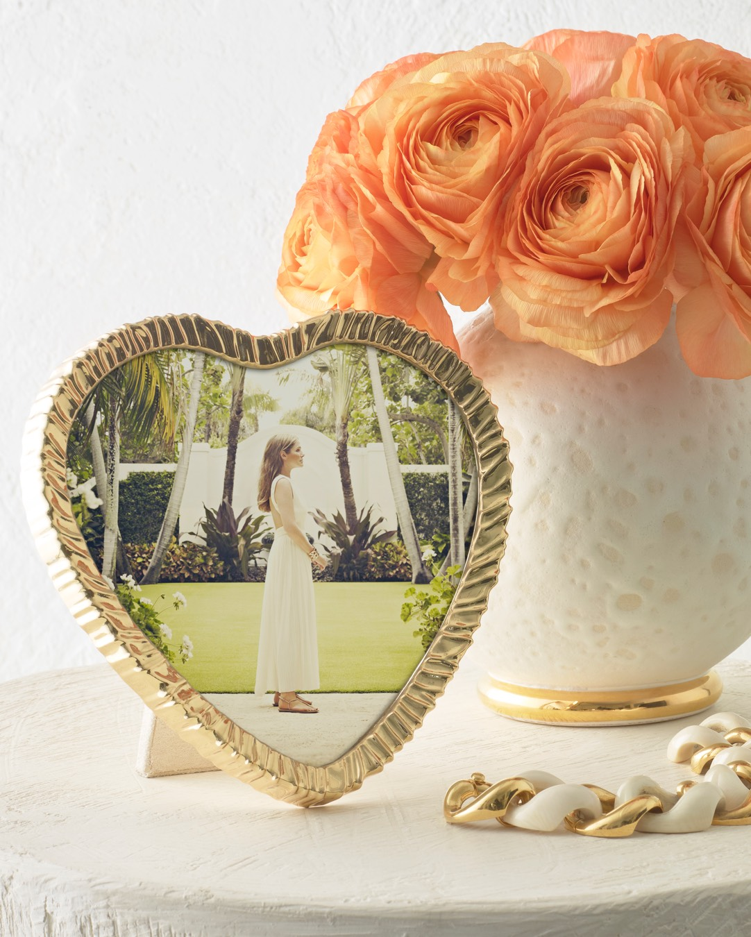 Frame your summer memories with the Ambroise Heart Frame