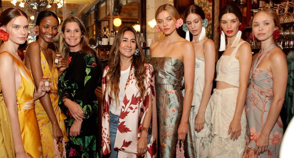 Aerin Lauder and Johanna Ortiz pose with models from Johanna Ortiz's Resort show
